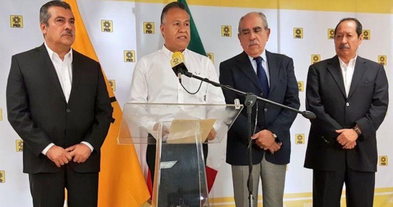 """Morón llamó a la dirigencia nacional que encabeza Alejandra Barrales a asumir el papel que le toca jugar, pues es obvio que el PAN """"no va a aceptar que haya un candidato ciudadano ni un candidato del PRD"""""""