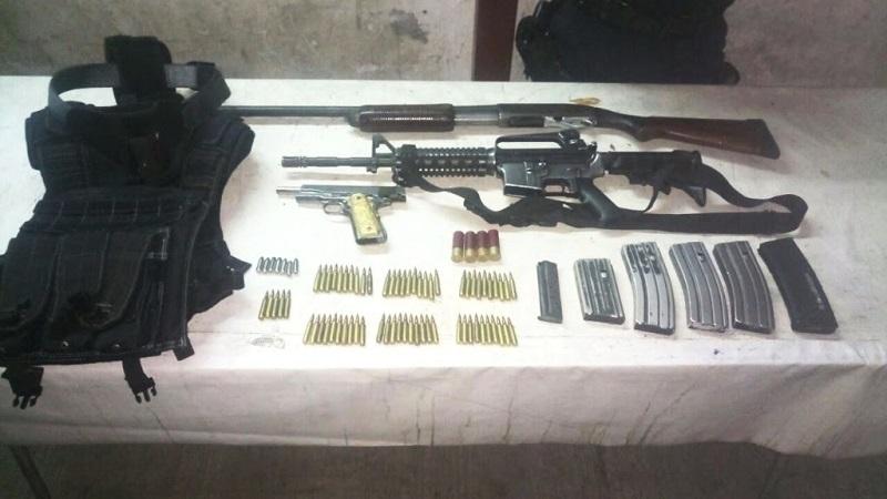 Las armas, cargadores, cartuchos y equipo táctico fueron puestos a disposición de la autoridad correspondiente