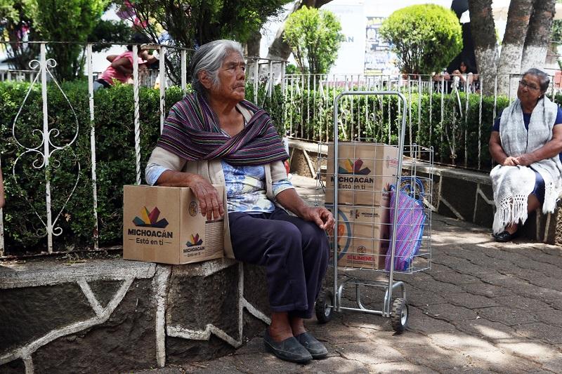 """""""La política social de la actual administración está enfocada en promover el desarrollo social de las y los michoacanos que más lo necesitan, especialmente la población indígena en condiciones de vulnerabilidad"""", apuntó Tinoco Soto"""