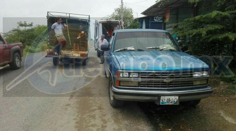 El conductor de una camioneta Chevrolet pickup up, de color azul, con placas de circulación GY-45561 del estado de Guerrero, que se percató del accidente subió a la lesionado a su camioneta y lo traslado a las oficinas de tenencia de la comunidad de Comburindio