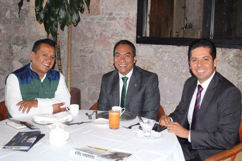 Trabajo y entendimiento, base para fortalecer la gobernabilidad, sostiene el encargado de la política interna en encuentro con Carlos Torres Piña y Antonio García Conejo