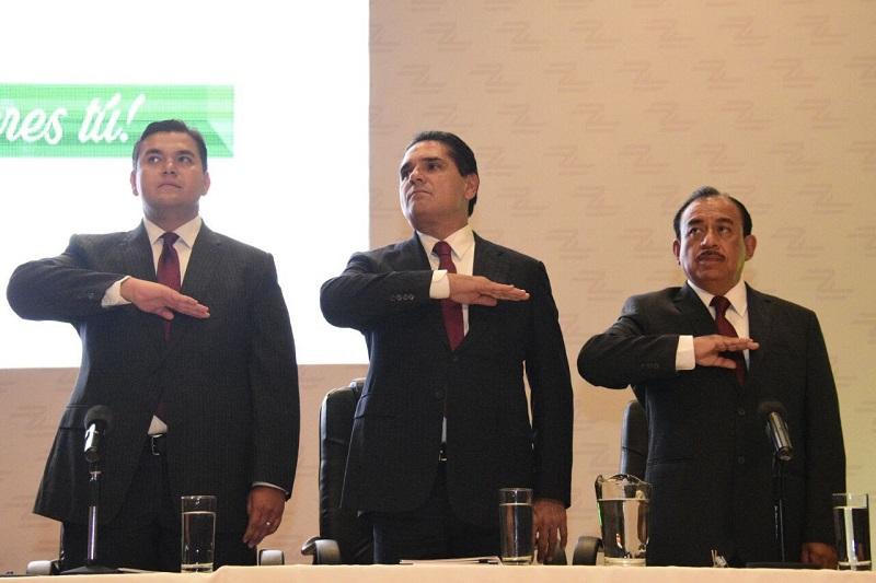 """""""Los municipios son los entes de gobierno más cercanos a los ciudadanos, por ello refrendo el total apoyo a mis amigos presidentes municipales"""", manifestó Silvano Aureoles"""