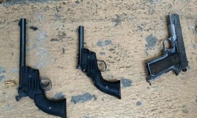 Los presuntos implicados y las armas fueron puestos a disposición de la autoridad competente