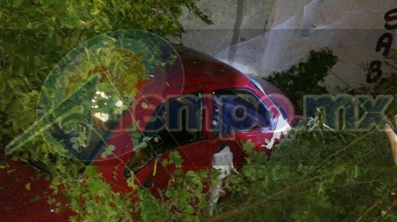 Autoridades correspondientes realizaron el peritaje y hasta este sábado por la mañana apoyados con una grúa sacaron el vehículo del lugar para trasladarlo al corralón