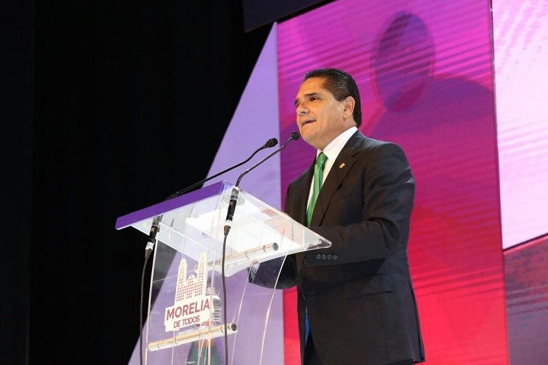 El gobernador de Michoacán atestigua el mensaje del alcalde de Morelia, Alfonso Martínez, con motivo de su Segundo Informe de Gobierno