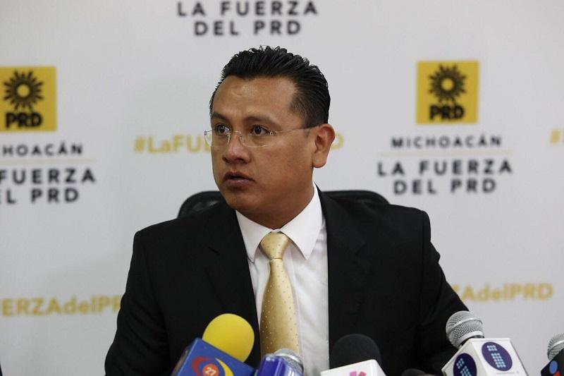 Los presidentes municipales ejercen doble función pues además se han tenido que convertir en gestores de recursos con el fin de cubrir en la medida de lo posible las necesidades de sus habitantes: Carlos Torres Piña