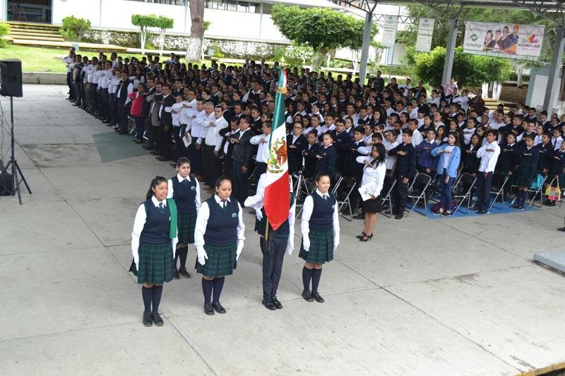El acto protocolario se llevó a cabo en el plantel Uruapan, con la presencia de autoridades estatales y municipales y representantes del sector empresarial