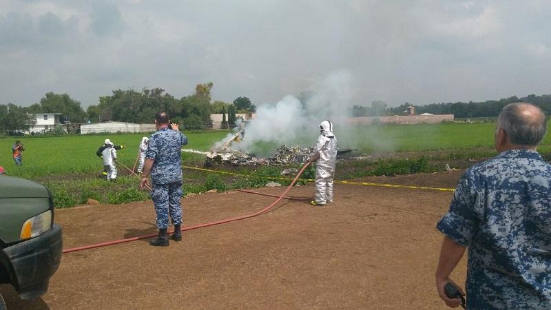 Testigos indicaron que ambas aeronaves se encontraban en la Base Militar de Santa Lucía cuando en una acrobacia se impactaron, cayendo una dentro de la base militar y la segunda fuera de la base