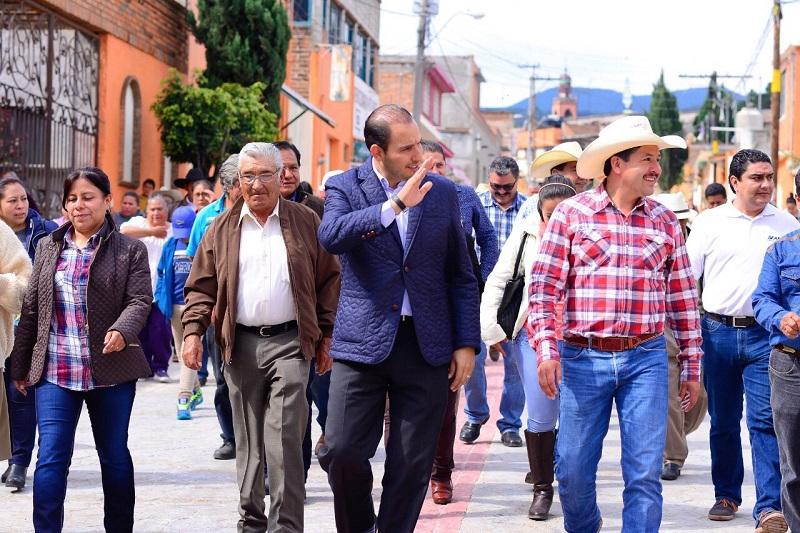 Cortés Mendoza acudió a Contepec para la inauguración de la pavimentación de la Avenida Juárez, principal vía de acceso a la cabecera municipal