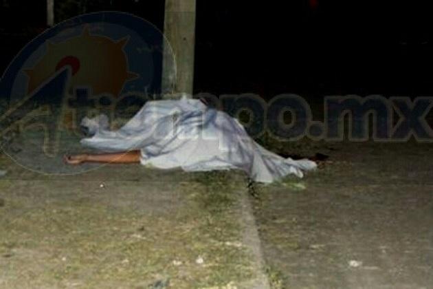 Sobre los hechos se informó que aproximadamente a las 01:00 horas encontraron al hombre tirado en una calle de la colonia Ferrocarrilera