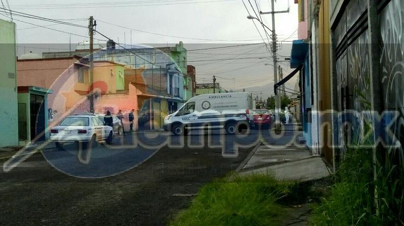 El lugar se quedó resguardado por autoridades los cuales identificaron al occiso como masculino de aproximadamente 35 a 40 años, el cual portaba un uniforme de una línea de taxis