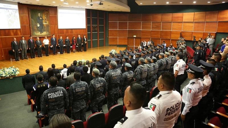 """El coordinador de la PF en Michoacán, comisario Rafael Abundis Núñez, se dijo orgulloso de los integrantes del 13 Agrupamiento de esta División por """"su firme disciplina, la valentía de sus actos y a su compromiso con la seguridad de la población"""""""