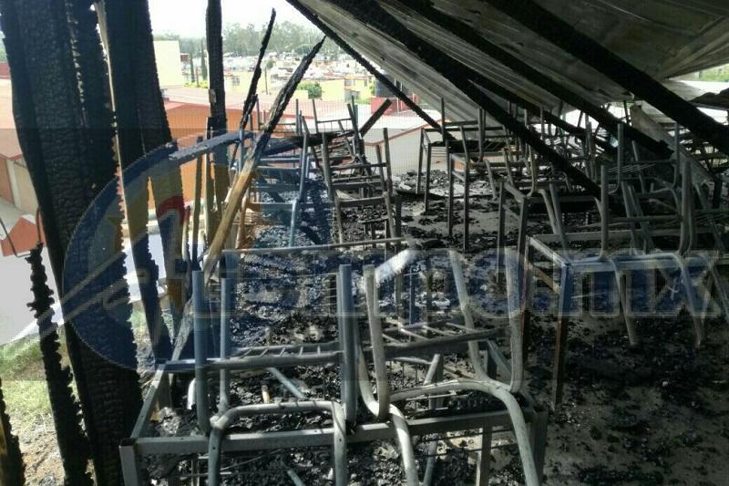 Testigos indicaron que no era la primera vez que ocurría un hecho vandálico en la escuela, ya que hace aproximadamente 15 días han sustraído equipo de cómputo y material de la misma institución educativa