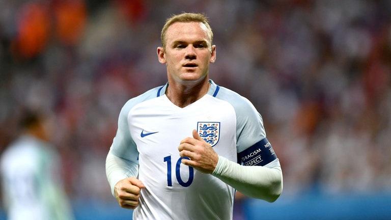 """El retiro de Rooney, quien hizo su debut con los """"Tres Leones"""" en febrero de 2003, con 17 años y 111 días, en un amistoso ante Australia (su primer encuentro oficial llegó con 17 años y 317 días en un triunfo frente a Macedonia), llega dos días después de anotar su gol número 200 en la Premier League"""
