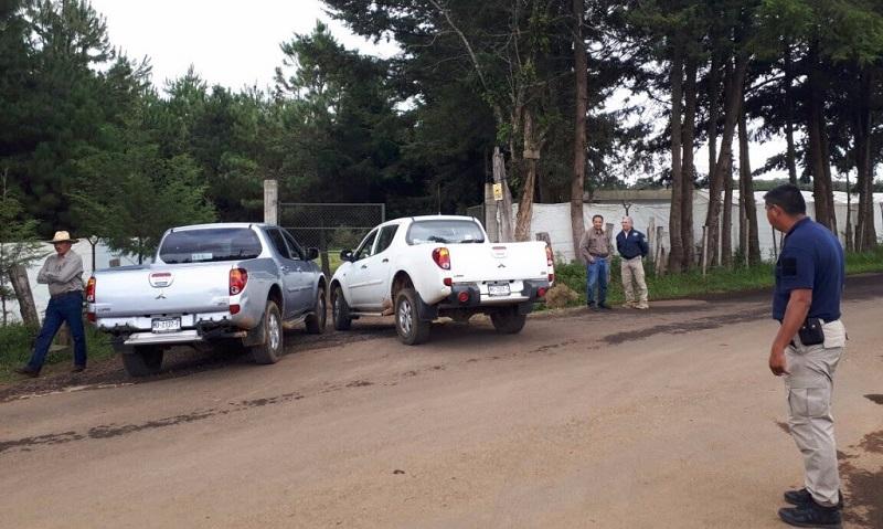 En esa misma jornada, se logró la detención de dos camiones cargados con madera que había sido talada de manera ilegal, sin embargo, al marcarles el alto, los conductores descendieron de sus unidades y se dieron a la fuga entre la sierra