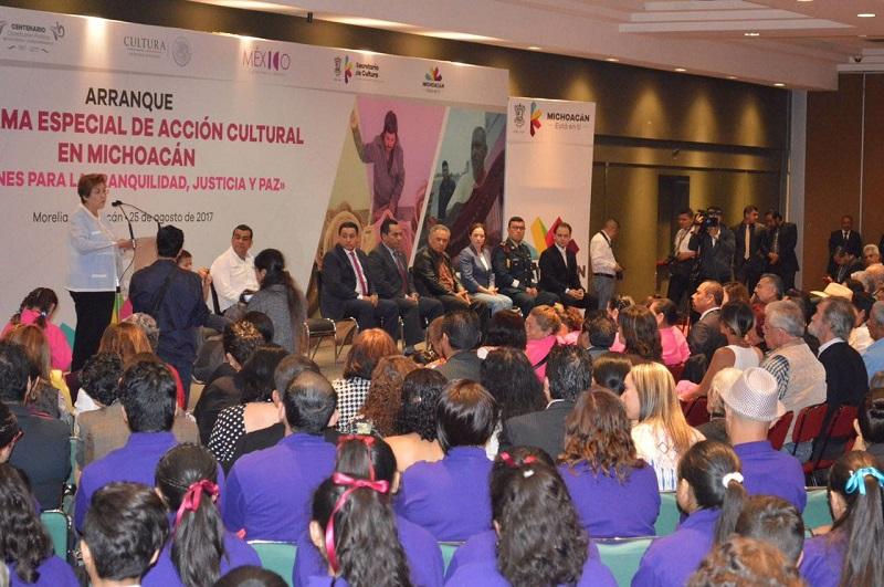"""Destacan los centros culturales """"Rosa de los Vientos"""" y de la Antigua Estación del Ferrocarril en Michoacán, ambos en el municipio de Apatzingán"""