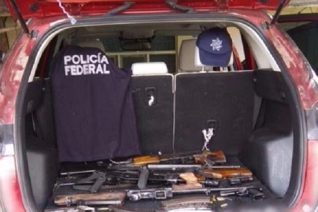 Los tres vehículos, armas de fuego, detenidos y equipo táctico fueron puestos a disposición de la autoridad competente