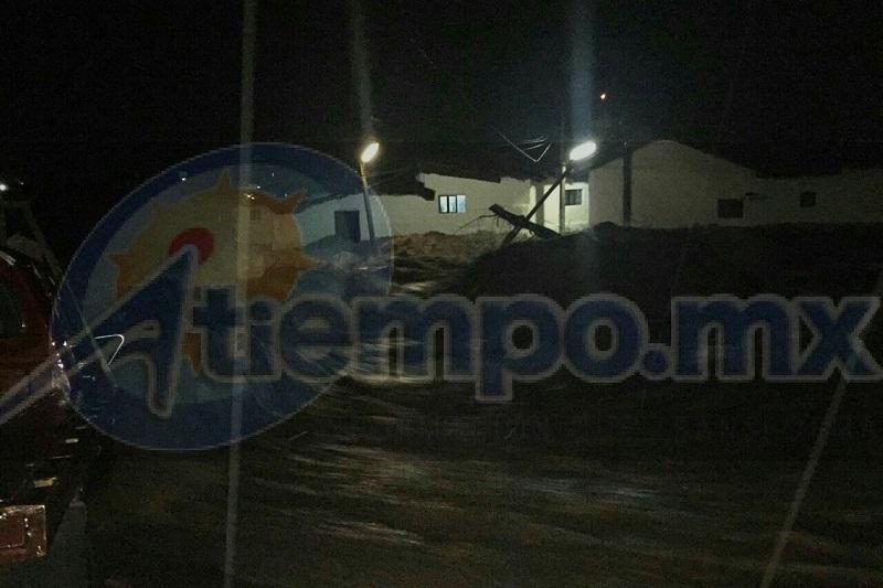 La noche de este sábado y madrugada de este domingo cayó una fuerte lluvia en el municipio de Tlazazalca, lo que ocasionó que el Río Puruzaro se desbordara afectando varias viviendas