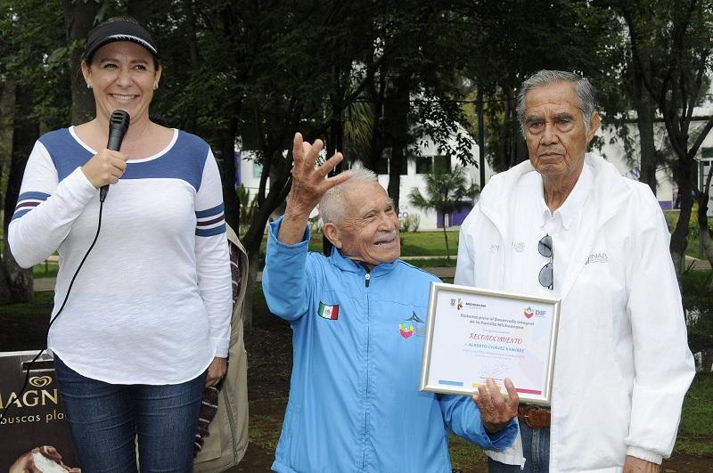 Se entregó un reconocimiento a Abdías Toledo y a Alberto Chávez por su trayectoria.