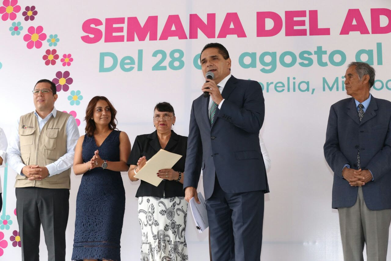 Aureoles Conejo detalló que en Michoacán hay poco más de 500 mil mujeres y hombres adultos mayores, por ello la importancia de reforzar los programas como Médico En Tu Casa, Alerta Plateada, Sí Alimenta, y 65 y Más por mencionar algunos