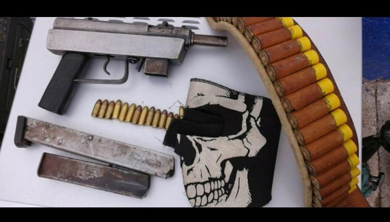 El arma, cargadores, cartuchos y demás objetos fueron puestos a disposición de la autoridad competente