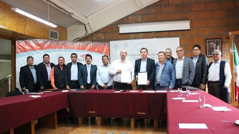 El presidente de CMIC en Michoacán, Jorge Tovar, señaló que dicho acuerdo, busca promover la adecuada realización de los proyectos de construcción y modernización de las carreteras mediante una relación de colaboración entre las empresas afiliadas a este organismo empresarial y la SCT