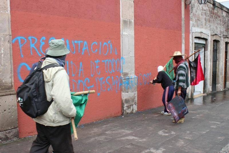 Sólo en Palacio de Gobierno se impidieron los actos de vandalismo por parte de este grupo, ya que el inmueble fue rodeado por policías antimotines de la UROP
