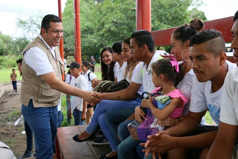 Barragán Vélez reconoció el trabajo realizado por el Ayuntamiento de Gabriel Zamora, que le apuesta a la educación de las y los niños y jóvenes del municipio, y subrayó que el gobernador Silvano Aureoles está comprometido con la educación de calidad