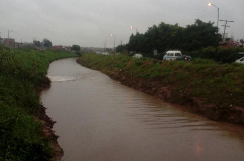Ramírez Canals precisó que el monitoreo es constante en los ríos y drenes de la ciudad, así como la comunicación que es permanente entre las áreas involucradas, ya que el pronóstico es que continuarán los nublados con posibilidad de lloviznas