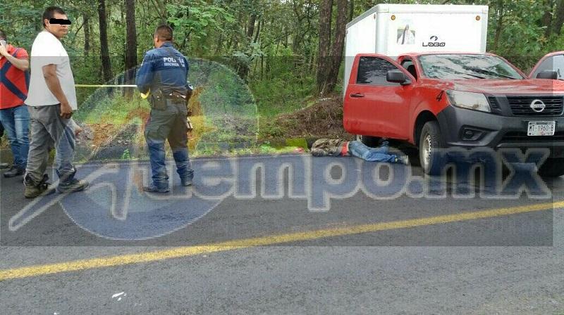 Al bajarse los hechores y ver que el copiloto estaba lesionado se subieron a su vehículo y se dieron a las fuga, mientras el conductor solicitaba apoyo a la línea de emergencias y en cuestión de minutos arribaron unidades de la Policía Michoacán y Protección Civil Los Reyes
