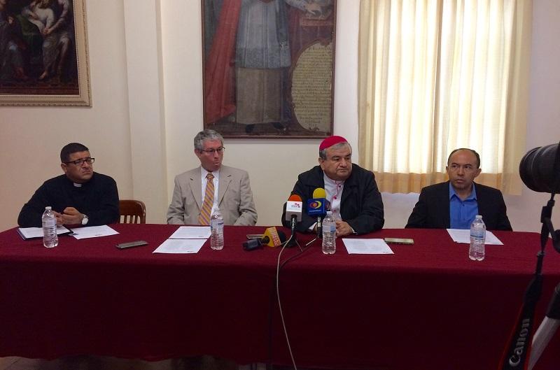 """En otro tema, Garfias Merlos aclaró que los ministros de culto """"tenemos los mismos derechos que todos los ciudadanos, para poder expresar nuestros puntos de vista"""""""
