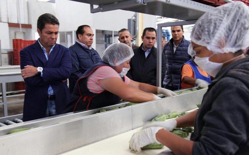 La política social que impulsa el presidente Enrique Peña Nieto, parte de un modelo incluyente para combatir el hambre y las carencias sociales, en donde la coordinación entre los tres órdenes de gobierno y la sociedad civil seguirá siendo fundamental, precisó Gerónimo Color