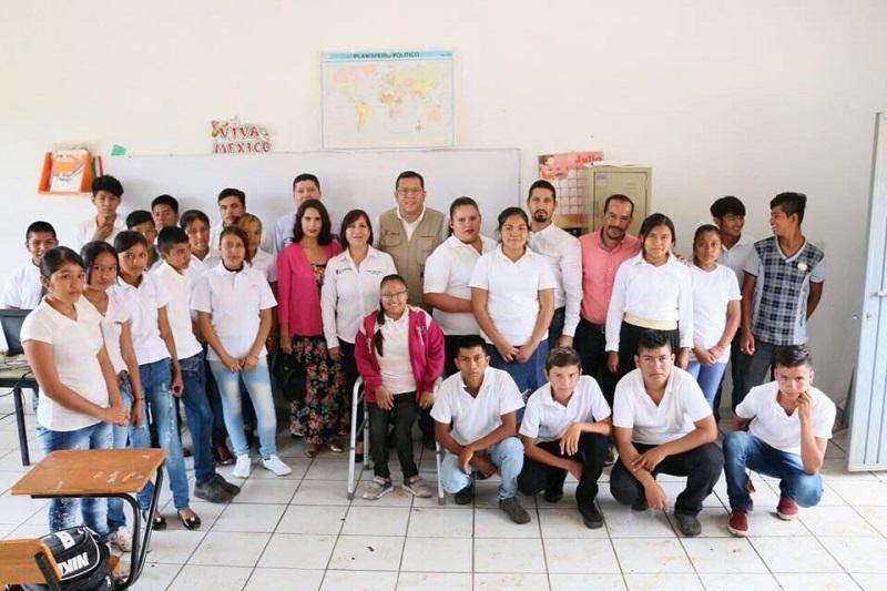 Vega Campa agradeció el apoyo y colaboración del director del Telebachillerato, Juan Carlos Barragán, al atender la solicitud de los padres de familia, quienes desde periodos anteriores ya habían clamado por la instalación de una opción educativa del nivel medio superior
