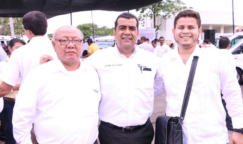 Gilberto Zarco recibió una ambulancia por parte del gobierno del estado, para mejorar la atención a enfermos en Huetamo