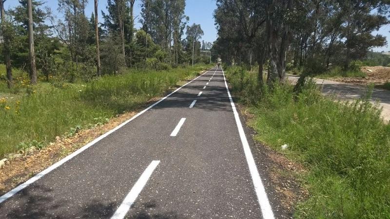 La ciclovía se desarrolla de forma paralela a la antigua carretera Morelia - Pátzcuaro, beneficiando a toda la población y especialmente a la Escuela Nacional de Estudios Superiores de la Universidad Nacional Autónoma de México