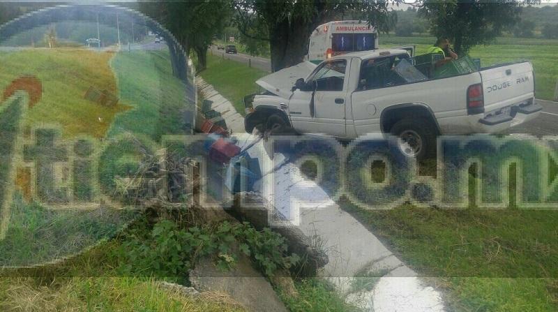 Inmediatamente paramédicos le brindaron las primeras atenciones al conductor el cual se encontraba en aparente estado etílico y lesionado identificado como Óscar T., de 30 años de edad, indicando que venía por dicha carretera y debido al piso mojado derrapó con la unidad