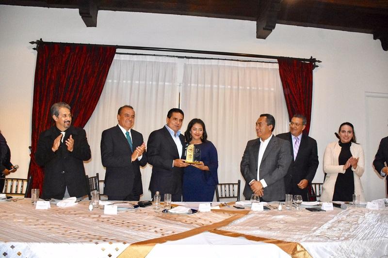 Diputados y los miembros del Parlamento Juvenil de Michoacán se reunieron con el gobernador Silvano Aureoles