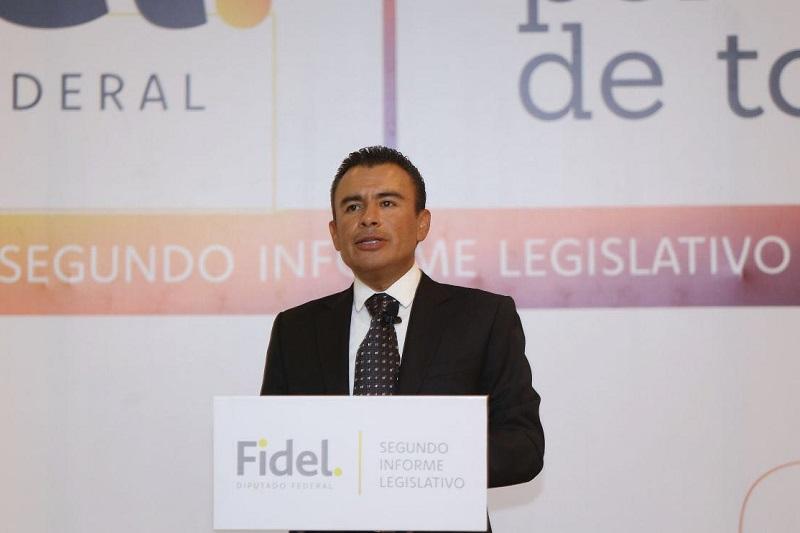 Calderón Torreblanca, señaló que dirigentes y representantes de un partido político como el PRD nunca debieron someterse a los intereses de quienes han implementado la política económica, para ayudarles a profundizarla con las llamadas reformas estructurales
