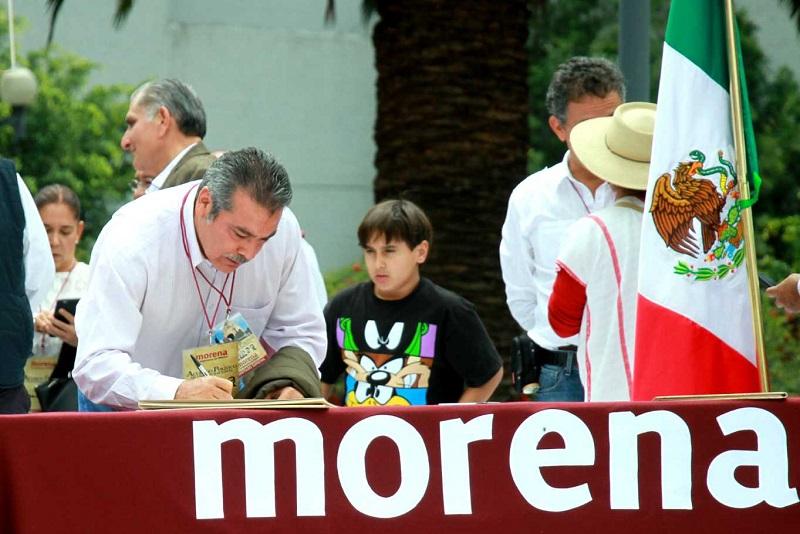 """""""Hoy miles y miles de mexicanos han manifestado su deseo por un gran cambio para México,  es posible transformar al país sin violencia y con plena convicción democrática"""", dijo Morón Orozco"""