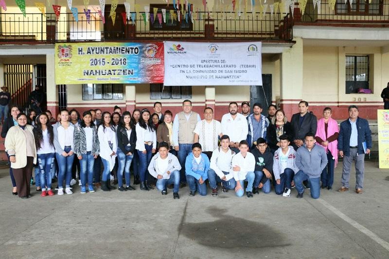 El presidente municipal de Nahuatzen, Miguel Prado Morales, agradeció al Gobernador Silvano Aureoles Conejo el apoyo brindado para la instalación de los dos centros educativos