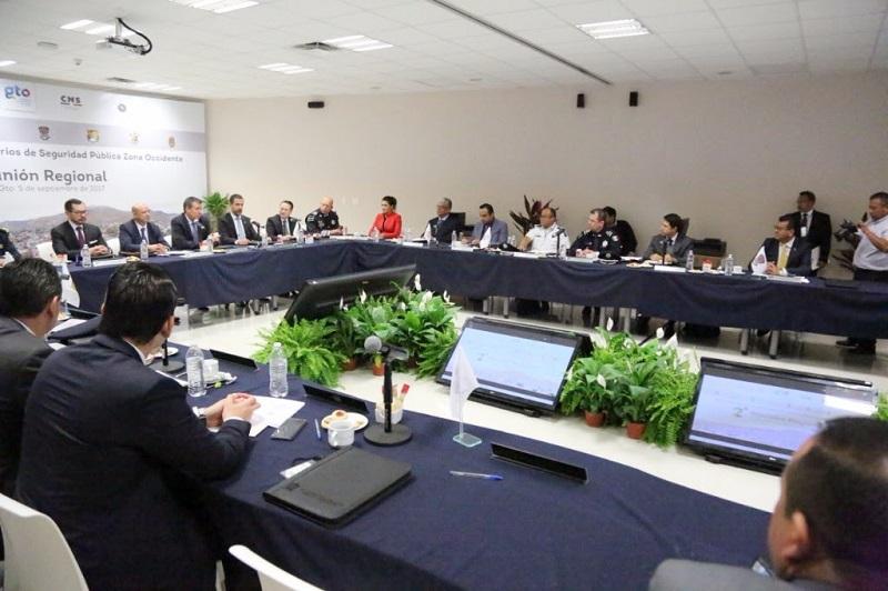 Por ser inaugurados, los 10 cuarteles regionales de la Policía Michoacán; también entrarán en operación de manera oficial el C5i y sus subcentros, anticipa Corona Martínez