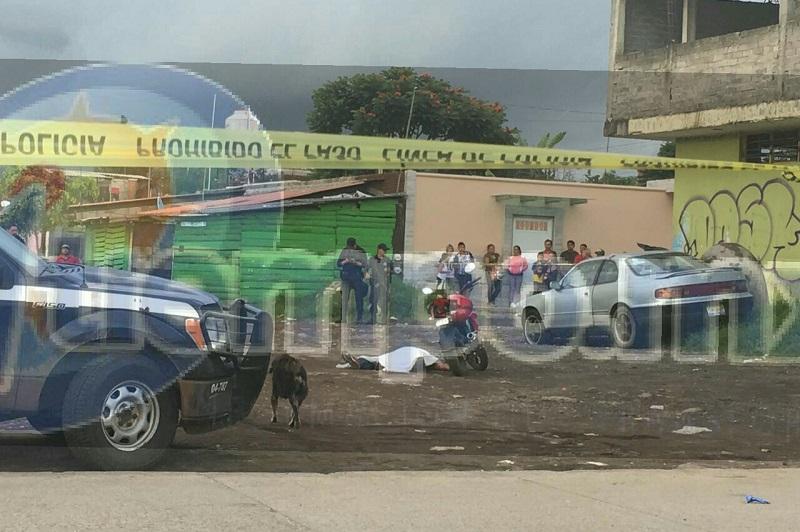Al circular sobre la calle Apatzingán esquina con la calle Río Santa Bárbara, en los límites de la colonia Valle Dorado y Doctores, el motociclista fue interceptado por sujetos desconocidos, quienes lo atacaron a balazos, dejándolo tirado a un costado de su motocicleta