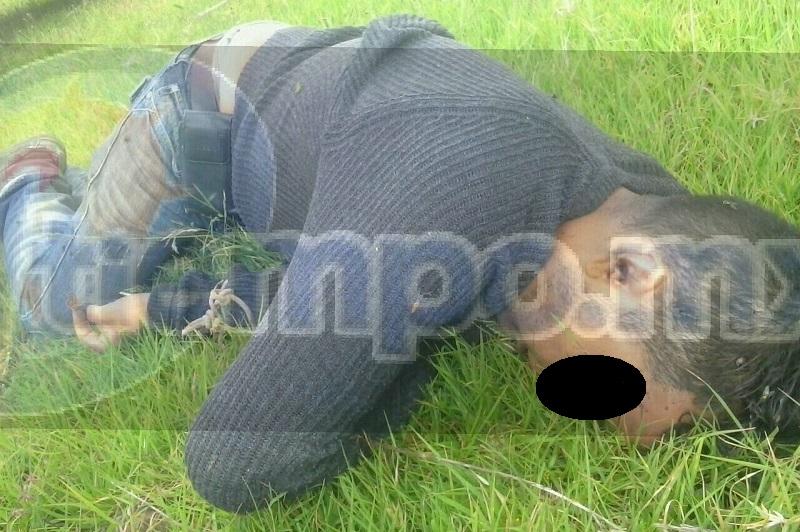 Al lugar arribaron unidades de la Policía Michoacán, los cuales confirmaron la información y verificaron que la persona presentaba lesiones por impactos de arma de fuego