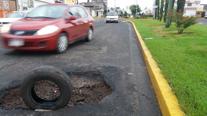 Como se recordará, el inmenso boquete fue detectado en la Avenida Torreón Nuevo, a la altura de la glorieta, en dirección norte a sur, es decir, hacia el Colegio de Morelia