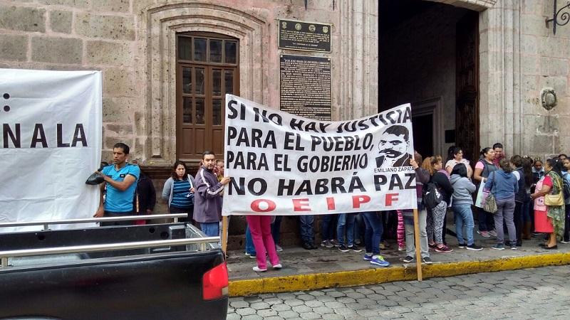Cabe hacer mención de que los manifestantes sólo bloquearon el acceso por la puerta principal de la sede del Ayuntamiento de Morelia y no interrumpieron el tránsito vehicular sobre la calle Allende