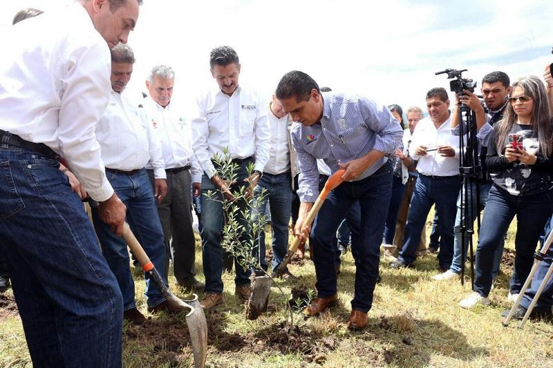 Aureoles Conejo inauguró la primera etapa del colector de aguas residuales, en la cabecera municipal de Huandacareo