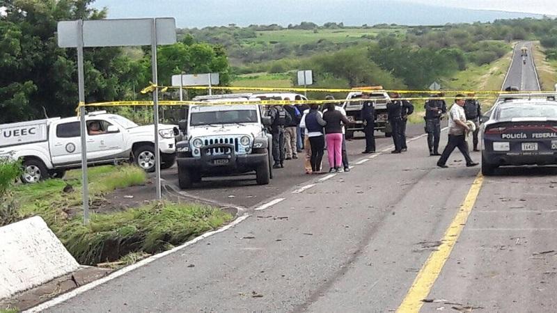"""En la carretera estatal Penjamillo- Angamacutiro se registra un socavón en una carretera estatal, mismo que ya está atendiendo la Junta de Caminos. En la región la Presa de """"Los Fresnos"""" se encuentra a su máxima capacidad"""