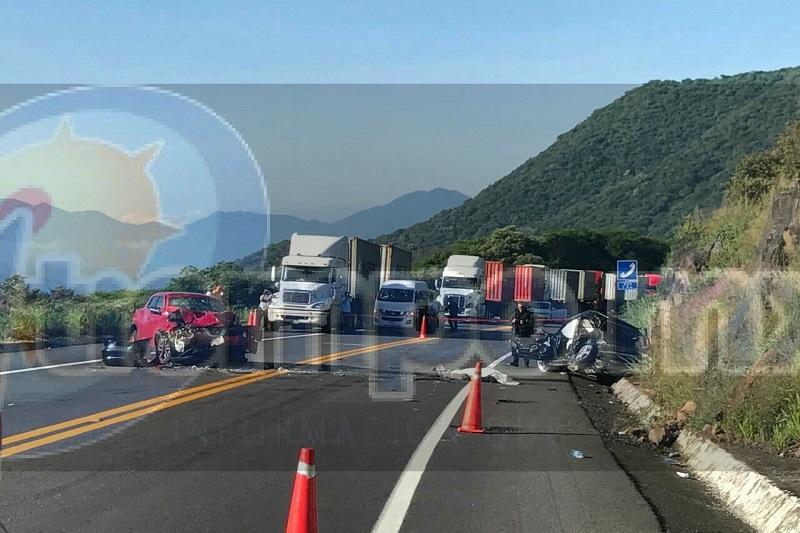 La autopista fue cerrada aproximadamente dos horas para que personal de la Fiscalía Regional realizará el levantamiento del cuerpo y lo trasladaran al Servicio Médico Forense