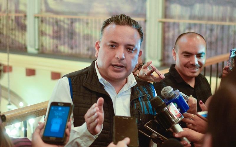Quintana Martínez lamentó que situaciones como éstas posicionan a Michoacán en el puesto 30 de 32 como uno de los estados que menos garantiza la educación