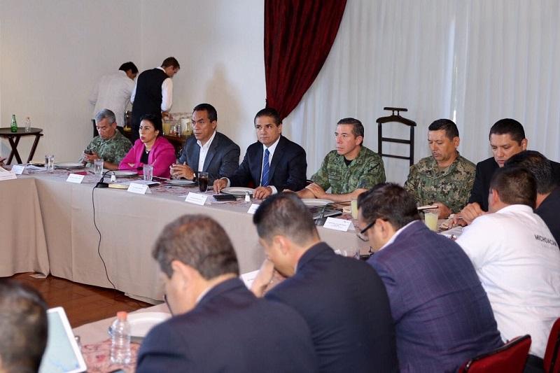 """Silvano Aureoles fue enfático en señalar que garantizar tranquilidad de las y los michoacanos y el desarrollo de sus actividades cotidianas continúa siendo prioridad para su Gobierno, """"y en esta tarea no hay descanso"""""""